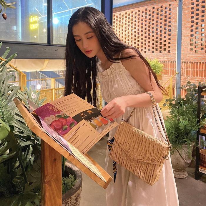 Hương Giang khoe trọn đôi chân dài đắt giá, Puka khiến fan xuýt xoa vì vòng eo tí hon Ảnh 5