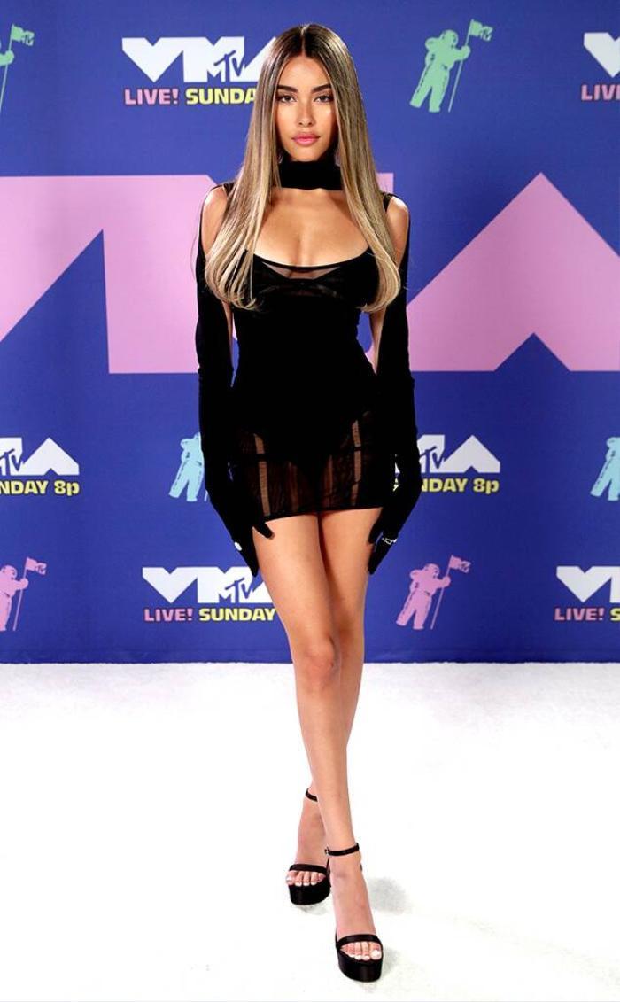 Thảm đỏ MTV Video Music Awards 2020: Miley Cyrus diện đầm xuyên thấu, Lady Gaga nổi bật với concept phi hành gia