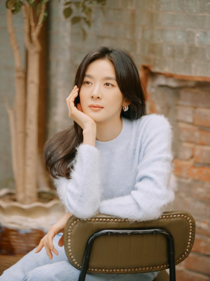 Nữ tân binh giống Sulli, Park Ji Hoon và 5 sao Hàn khiến dân mạng ngỡ ngàng Ảnh 9