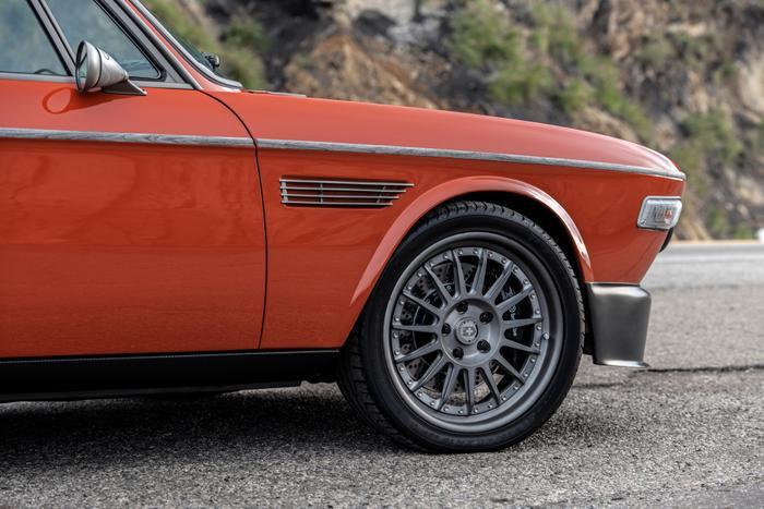 Cận cảnh xế cổ BMW 3.0 CS đời 1974 của 'người sắt' Robert Downey Jr. Ảnh 8
