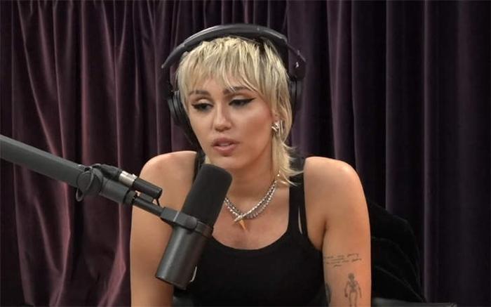 Miley Cyrus bức xúc vì bị công chúng chỉ trích khi ly hôn với chồng cũ Liam Hemsworth Ảnh 2
