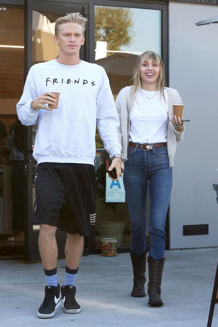 Miley Cyrus bức xúc vì bị công chúng chỉ trích khi ly hôn với chồng cũ Liam Hemsworth Ảnh 6