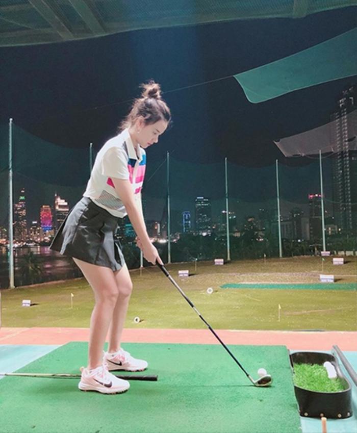 Style chơi golf của dàn mỹ nhân Việt: Hương Giang khoe đôi chân cực phẩm, Huyền My lại kín bưng Ảnh 13