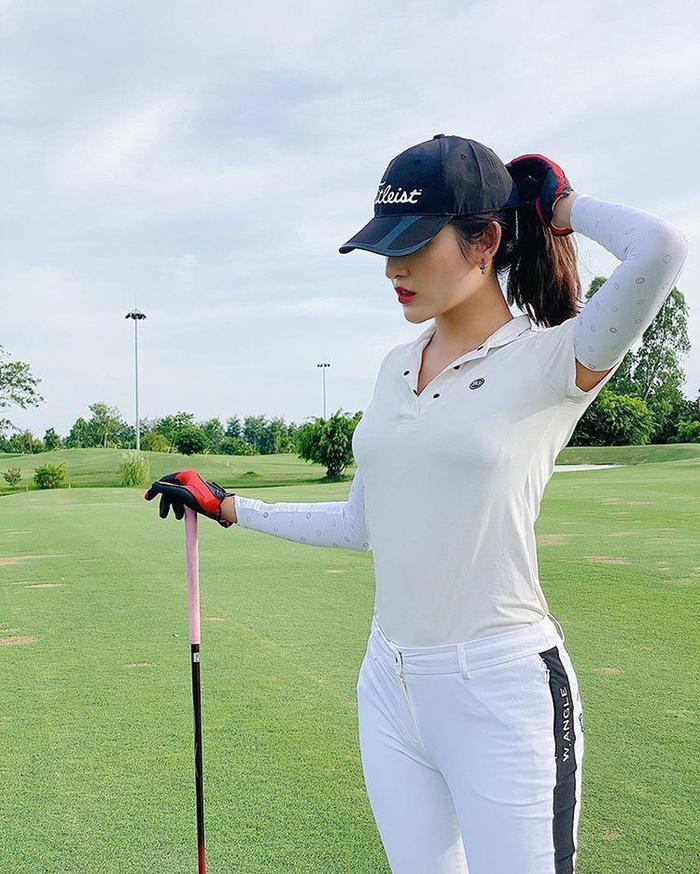 Style chơi golf của dàn mỹ nhân Việt: Hương Giang khoe đôi chân cực phẩm, Huyền My lại kín bưng Ảnh 5