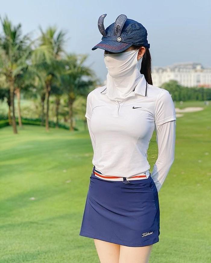 Style chơi golf của dàn mỹ nhân Việt: Hương Giang khoe đôi chân cực phẩm, Huyền My lại kín bưng Ảnh 7