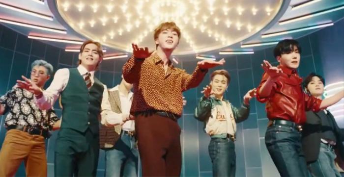 MV 'Dynamite' của BTS vừa xô đổ thêm một kỉ lục nữa trên YouTube, ARMY tha hồ phổng mũi tự hào Ảnh 2