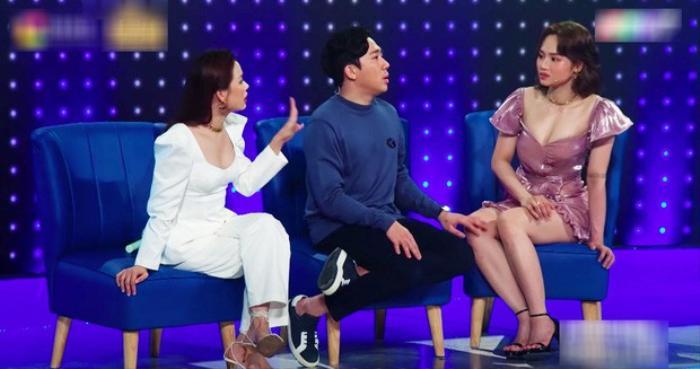 Mặc váy siêu ngắn lên sóng truyền hình: Sao Việt ngượng chín mặt liên tục tìm cách che đậy Ảnh 5