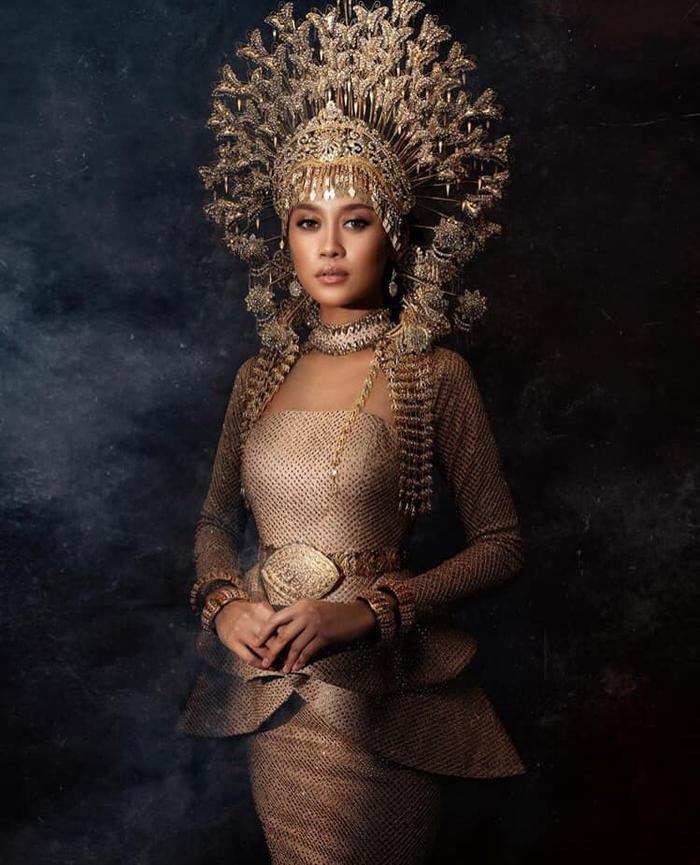 Đối thủ Khánh Vân - Tân Hoa hậu Hoàn vũ Malaysia 'chìm nghỉm': Nhan sắc bị dìm khi đăng quang Ảnh 5