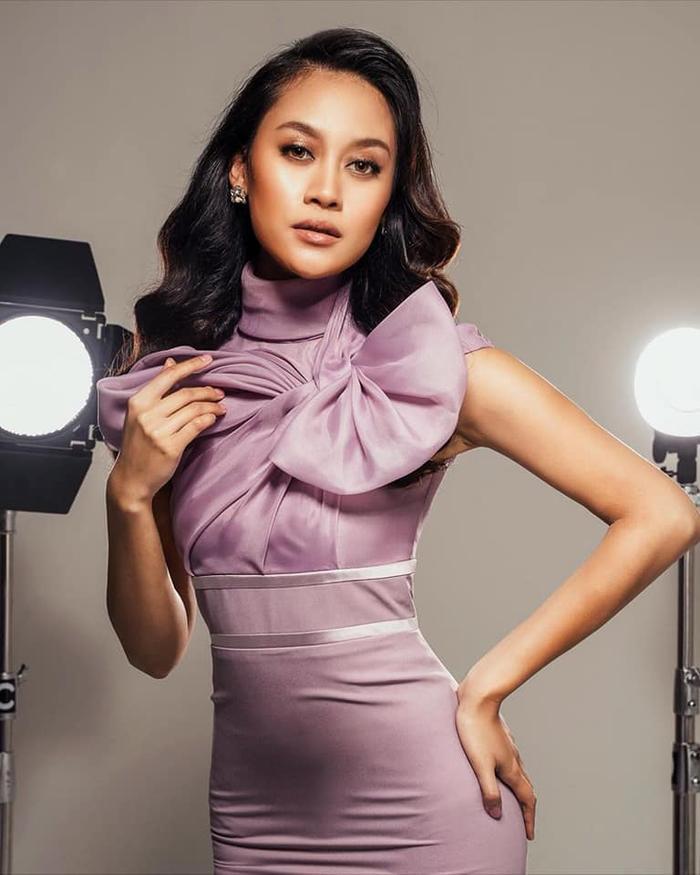 Đối thủ Khánh Vân - Tân Hoa hậu Hoàn vũ Malaysia 'chìm nghỉm': Nhan sắc bị dìm khi đăng quang Ảnh 3