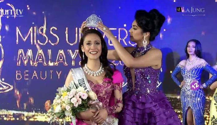 Đối thủ Khánh Vân - Tân Hoa hậu Hoàn vũ Malaysia 'chìm nghỉm': Nhan sắc bị dìm khi đăng quang Ảnh 1