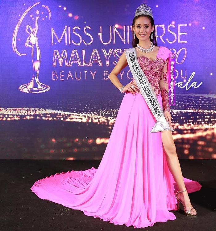 Đối thủ Khánh Vân - Tân Hoa hậu Hoàn vũ Malaysia 'chìm nghỉm': Nhan sắc bị dìm khi đăng quang Ảnh 2