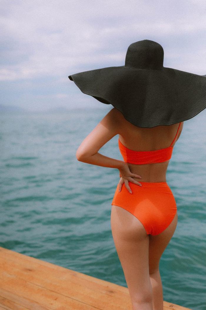 Hoa hậu Phương Khánh, Phạm Quỳnh Anh khoe sắc vóc đầy quyến rũ với mũ rộng vành 'che được cả thế giới' Ảnh 4