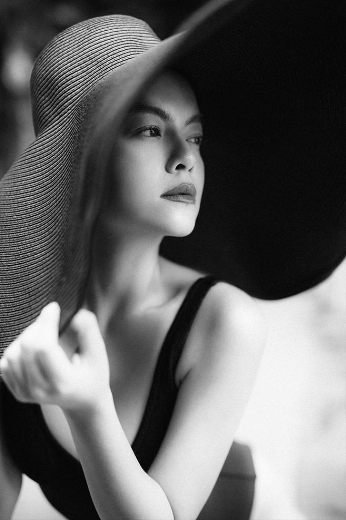 Hoa hậu Phương Khánh, Phạm Quỳnh Anh khoe sắc vóc đầy quyến rũ với mũ rộng vành 'che được cả thế giới' Ảnh 6