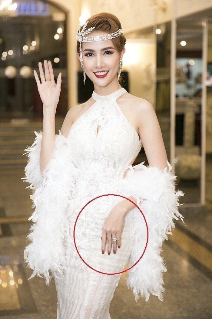 Không khoe hàng hiệu, Hương Giang, Lý Nhã Kỳ, Lệ Quyên khiến fan choáng khi đeo nhẫn kim cương siêu to khổng lồ Ảnh 13