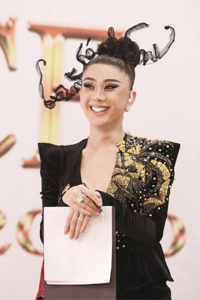 Không khoe hàng hiệu, Hương Giang, Lý Nhã Kỳ, Lệ Quyên khiến fan choáng khi đeo nhẫn kim cương siêu to khổng lồ Ảnh 11