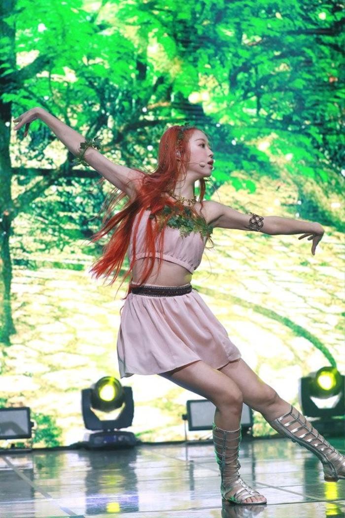 Những tâm sự của Yooa (Oh My Girl) trên sân khấu solo với album đầu tay Bon Voyage Ảnh 8