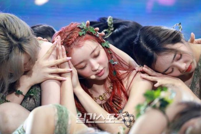 Những tâm sự của Yooa (Oh My Girl) trên sân khấu solo với album đầu tay Bon Voyage Ảnh 12