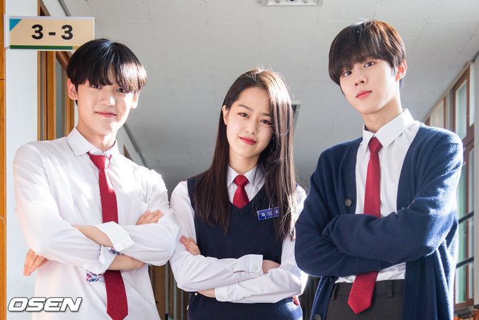 Á quân 'Produce X 101' Kim Woo Seok tựa nam thần trong đồng phục học sinh Ảnh 19