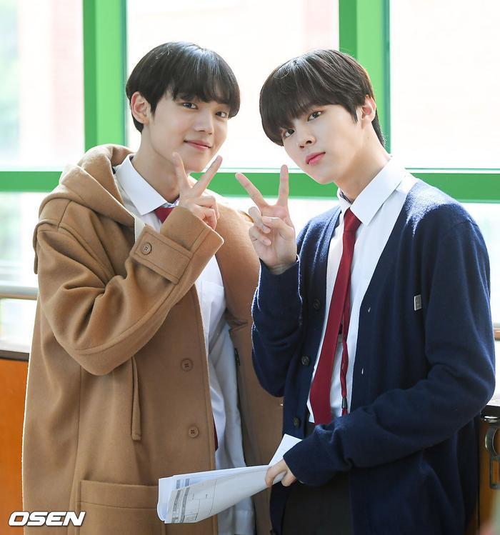 Á quân 'Produce X 101' Kim Woo Seok tựa nam thần trong đồng phục học sinh Ảnh 17