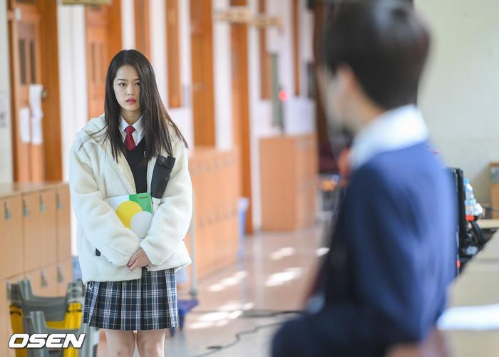 Á quân 'Produce X 101' Kim Woo Seok tựa nam thần trong đồng phục học sinh Ảnh 5