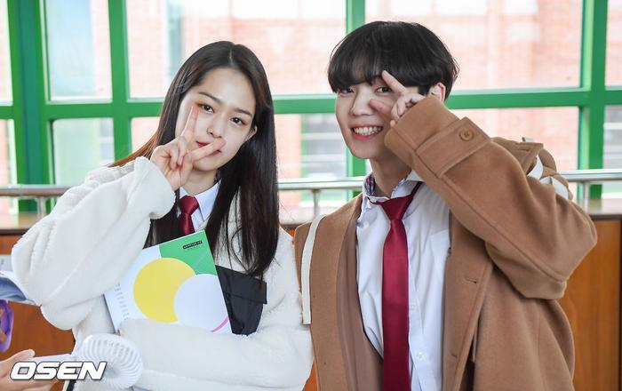 Á quân 'Produce X 101' Kim Woo Seok tựa nam thần trong đồng phục học sinh Ảnh 4