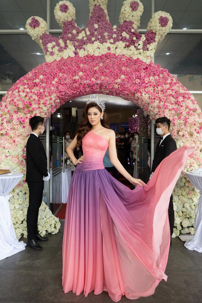 5 khoảnh khắc Khánh Vân tỏa sáng xuất thần với đầm dạ hội xẻ tà, bay bổng: Sẵn sàng càn quét Miss Universe Ảnh 2