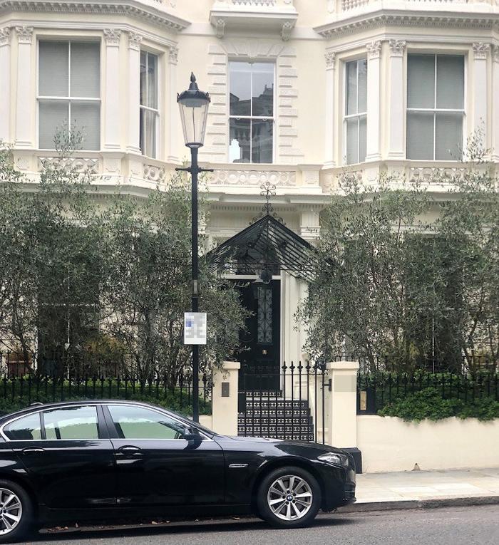 Gia đình David Beckham đâm đơn kiện nhà hàng xóm gây ồn 10 tiếng mỗi ngày vì... đang bận sửa nhà Ảnh 2