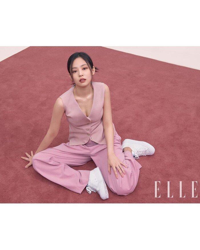 Ngọc Trinh & Jennie Black Pink phải lòng vẻ đẹp thanh lịch khi cùng diện trang phục suit hồng ngọt ngào Ảnh 2