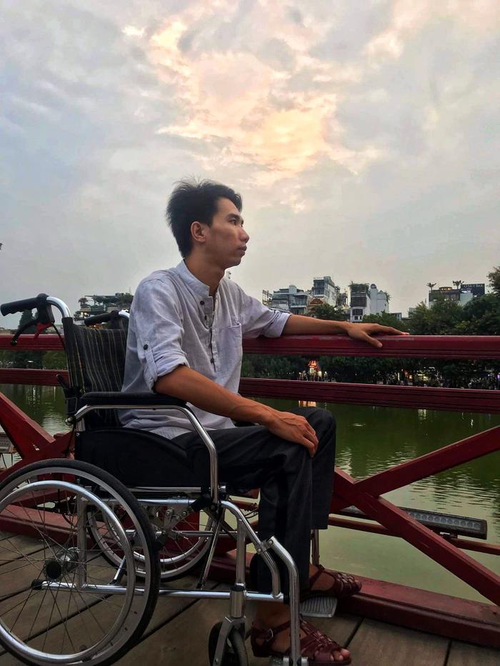 Câu chuyện về 'đôi chân tròn': Nghị lực đáng ngưỡng mộ của một thầy giáo trẻ vươn lên từ tật nguyền Ảnh 4