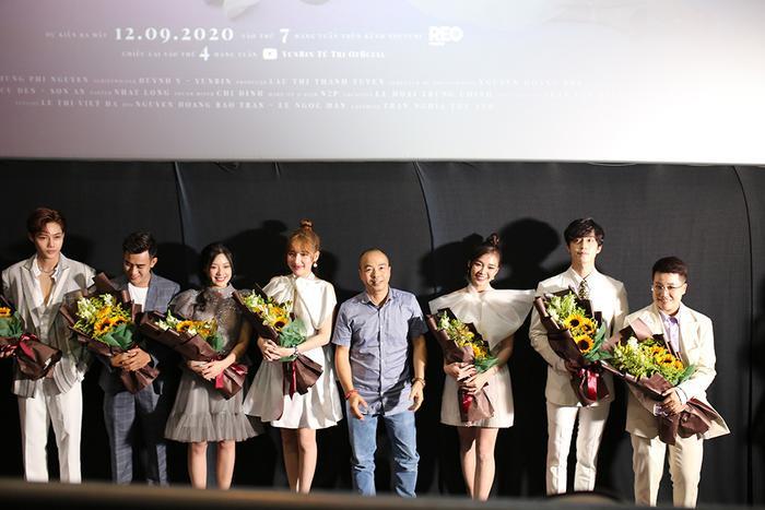 Họp báo 'Bạn trai song sinh': YunBin thừa nhận thích nhìn cảnh Tú Tri hôn trong phim, nhưng cũng không quên 'khẳng định chủ quyền' Ảnh 4
