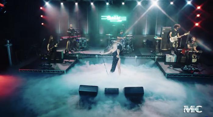 Hot: Miley Cyrus khoe dáng nuột nà, đẹp đến choáng ngợp khi mặc đầm Công Trí, Ảnh 5