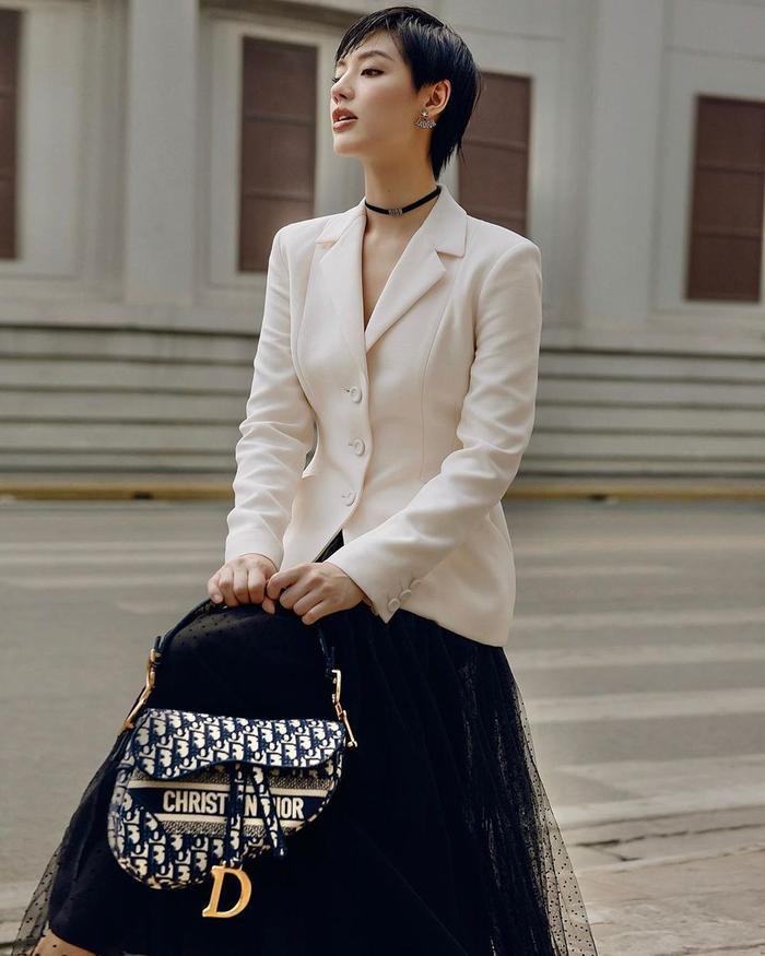 Hương Giang, Đỗ Mỹ Linh, Lương Thùy Linh ghi điểm mạnh nhờ set đồ thời trang kinh điển Ảnh 6