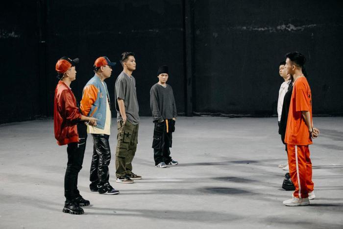 Phong cách 'streetwear' bụi bặm của BigDaddy khiến các tín đồ thời trang đổ đứ đừ Ảnh 15