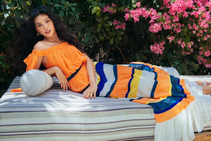 Ngơ ngẩn ngắm Hoa hậu Tiểu Vy đẹp nuột nà trong bộ ảnh chụp tại quê nhà Hội An Ảnh 2