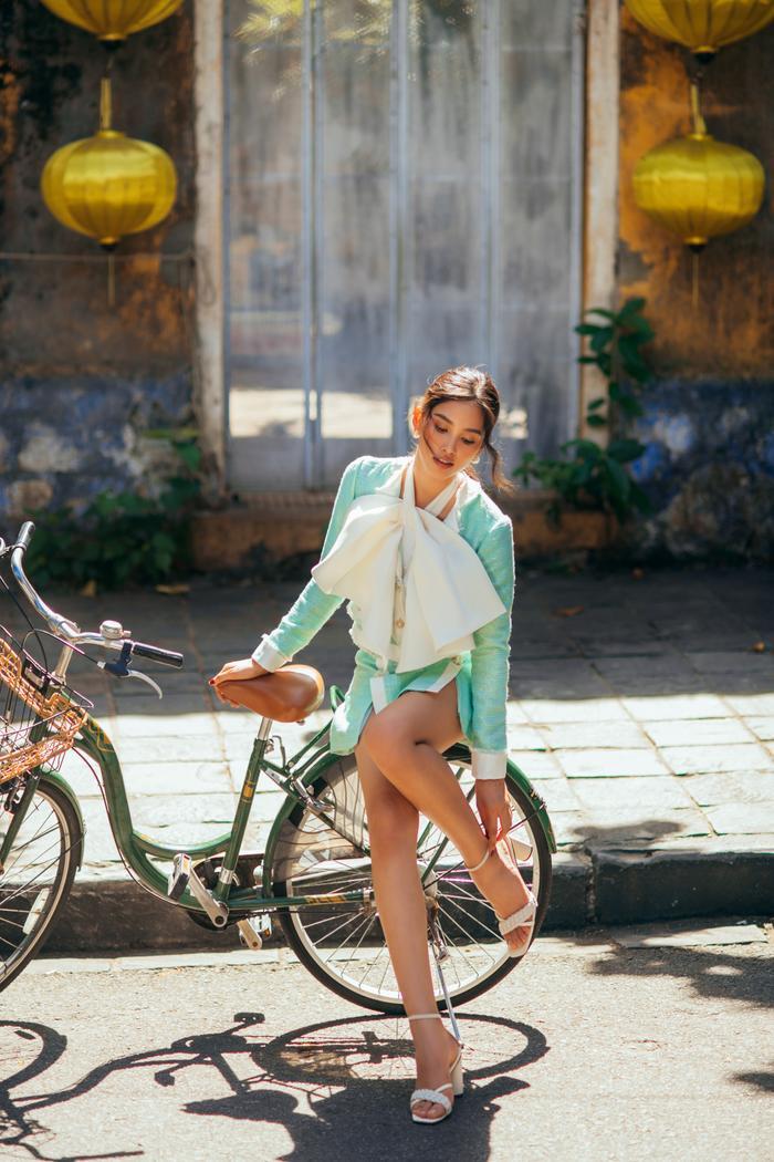 Ngơ ngẩn ngắm Hoa hậu Tiểu Vy đẹp nuột nà trong bộ ảnh chụp tại quê nhà Hội An Ảnh 16
