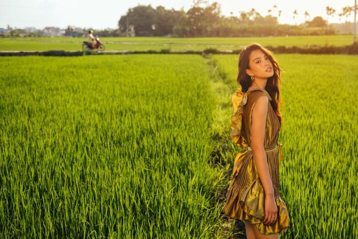Ngơ ngẩn ngắm Hoa hậu Tiểu Vy đẹp nuột nà trong bộ ảnh chụp tại quê nhà Hội An Ảnh 27