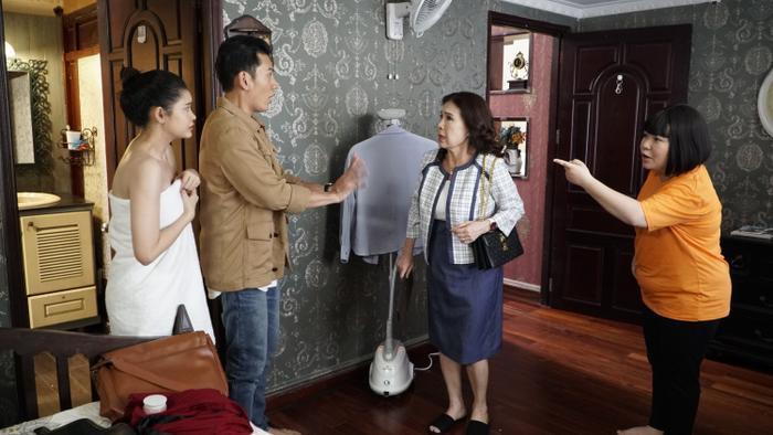 Họp báo phim 'Trói buộc yêu thương': Lý Bình cay cú cái tát của 'mẹ' Kim Xuân, Ngọc Lan bóc phốt nụ hôn với Thanh Long Ảnh 4