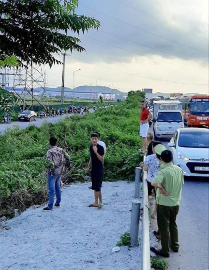 Đã bắt được hai đối tượng lái xe ô tô 16 chỗ cố tình tông chiến sĩ CSCĐ cơ động tử vong trên cao tốc Bắc Giang Ảnh 1