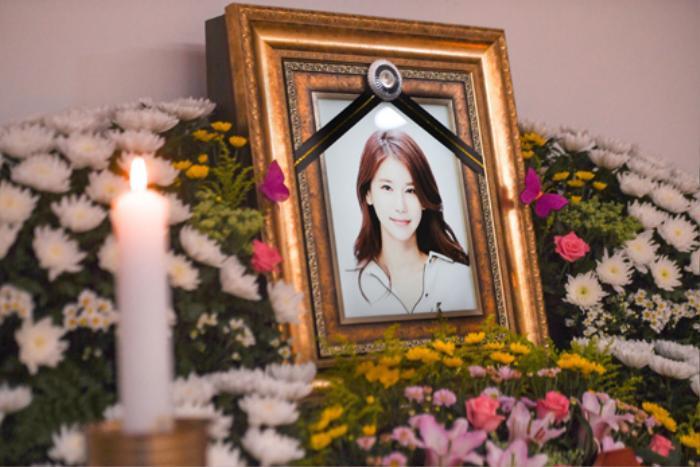 Lộ ảnh tại tang lễ diễn viên Oh In Hye, sao Hàn chia buồn: Cảnh sát xin lệnh xét nghiệm tử thi! Ảnh 9