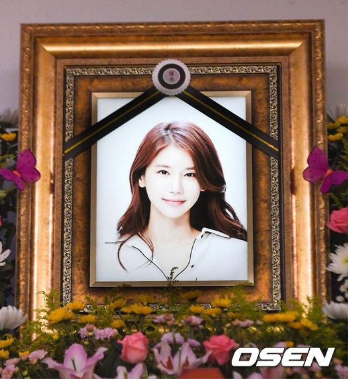 Lộ ảnh tại tang lễ diễn viên Oh In Hye, sao Hàn chia buồn: Cảnh sát xin lệnh xét nghiệm tử thi! Ảnh 8
