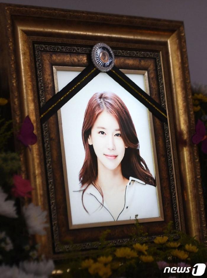 Lộ ảnh tại tang lễ diễn viên Oh In Hye, sao Hàn chia buồn: Cảnh sát xin lệnh xét nghiệm tử thi! Ảnh 1