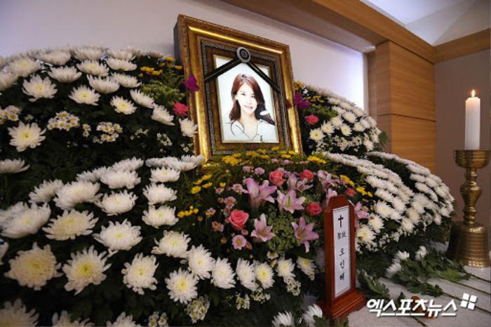 Lộ ảnh tại tang lễ diễn viên Oh In Hye, sao Hàn chia buồn: Cảnh sát xin lệnh xét nghiệm tử thi! Ảnh 7