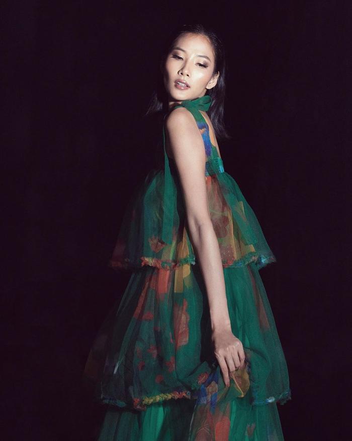Hoàng Thùy đẹp kiều diễm chuẩn nét á hậu, lên đồ pose dáng siêu mẫu vẫn khó ai sánh bằng Ảnh 6