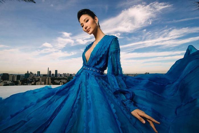 Hoàng Thùy đẹp kiều diễm chuẩn nét á hậu, lên đồ pose dáng siêu mẫu vẫn khó ai sánh bằng Ảnh 12