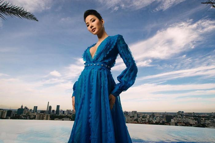 Hoàng Thùy đẹp kiều diễm chuẩn nét á hậu, lên đồ pose dáng siêu mẫu vẫn khó ai sánh bằng Ảnh 11