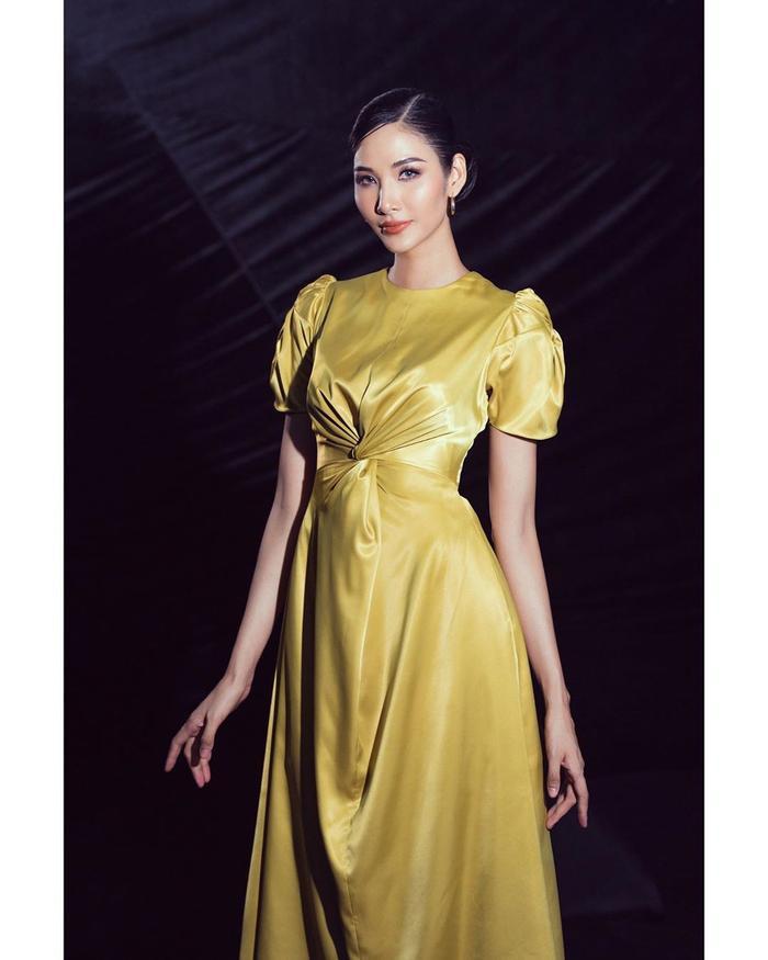Hoàng Thùy đẹp kiều diễm chuẩn nét á hậu, lên đồ pose dáng siêu mẫu vẫn khó ai sánh bằng Ảnh 1