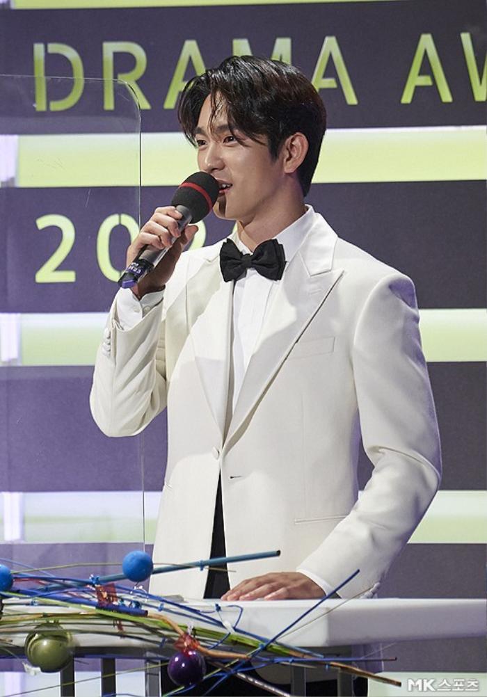 Người thắng cuộc 'Seoul Drama Awards 2020': Son Ye Jin - Kang Ha Neul và 'Khi hoa trà nở' thắng 5 giải Ảnh 2