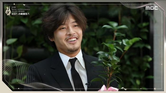 Người thắng cuộc 'Seoul Drama Awards 2020': Son Ye Jin - Kang Ha Neul và 'Khi hoa trà nở' thắng 5 giải Ảnh 4