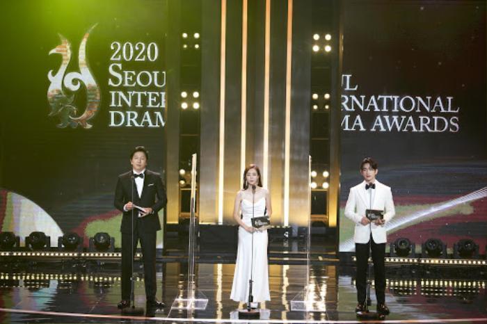 Người thắng cuộc 'Seoul Drama Awards 2020': Son Ye Jin - Kang Ha Neul và 'Khi hoa trà nở' thắng 5 giải Ảnh 1