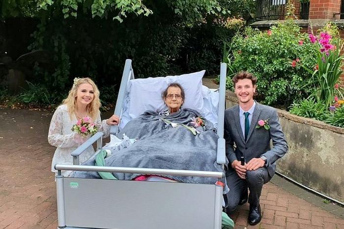 Cặp đôi tổ chức đám cưới trong nhà an dưỡng vì lý do xúc động Ảnh 1